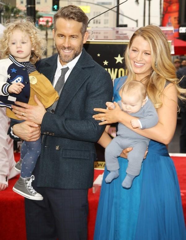 Blake Lively und Ryan Reynolds 2016 auf dem Walk auf Fame mit ihren zwei Töchtern
