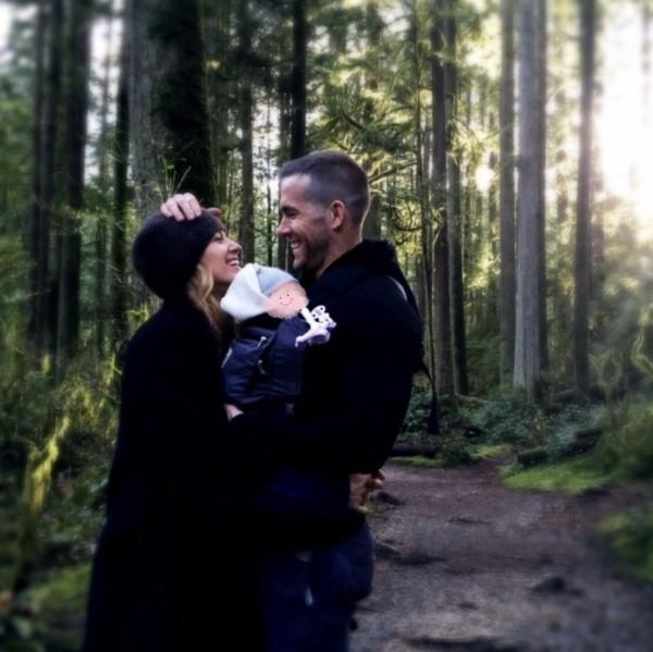 Blake Lively und Ryan Reynolds erstes Foto Baby Nummer drei beim Waldspaziergang in Kanada