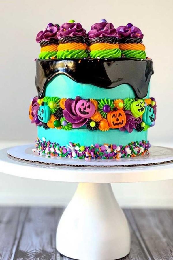 Dekoration an den Seiten - Halloween Kuchen