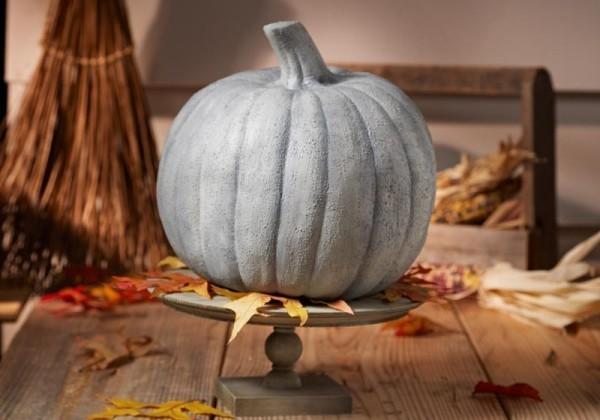 Ein Keller und Halloween Kürbis