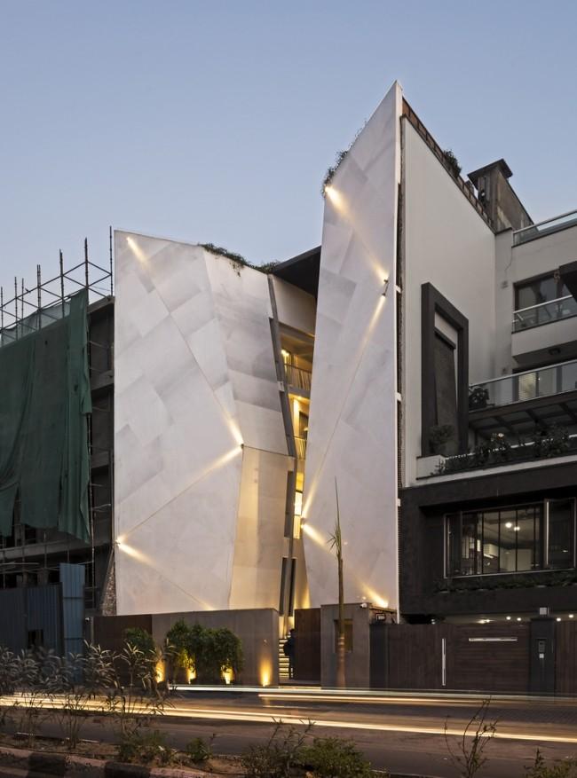 Einzigartiges Hausdesign Cleft House Indien Neu-Delhi die gespaltete Hausfassade keine Fenster zur Straße
