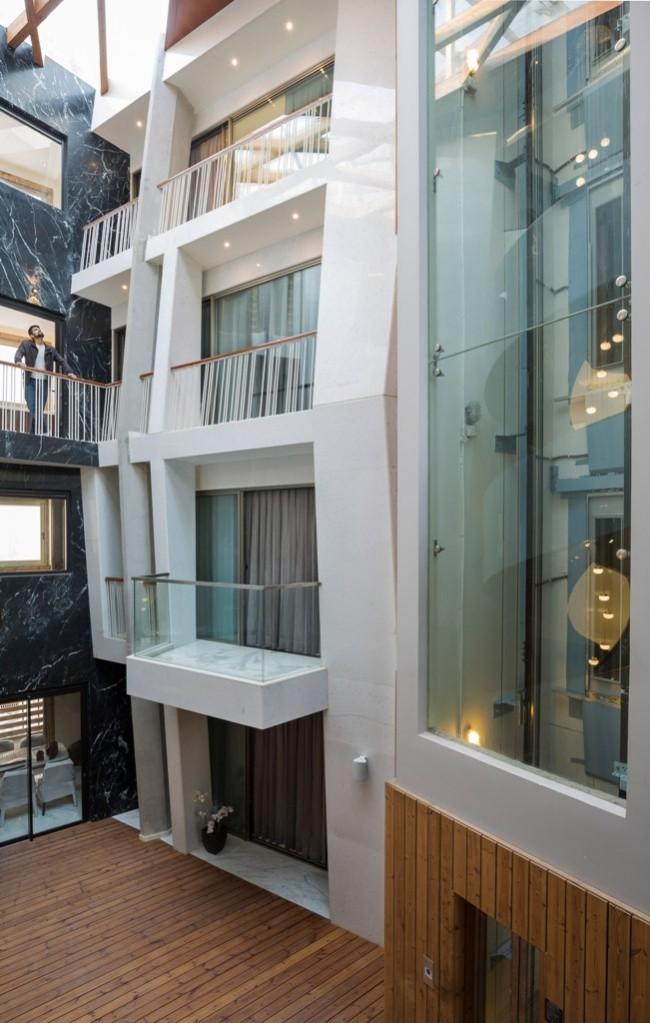 Einzigartiges Hausdesign Cleft House Indien Neu-Delhi mehrere Ebenen Schlafzimmer in den oberen Etagen individuell gestaltet
