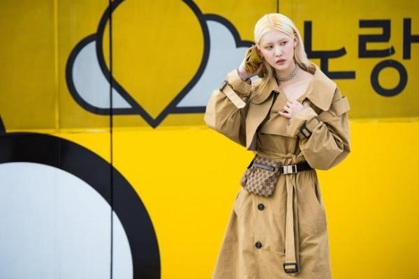 """Κίτρινο φόντο - Street Style - Street fashion [19659004] """"Boring"""" σακάκια με καθαρά φορέματα </h2> <p class="""