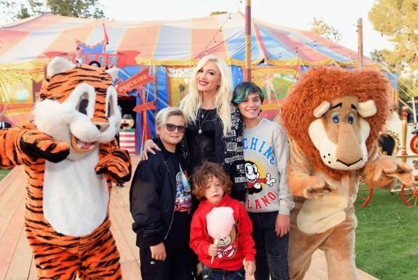 Gwen Stefani am 3. Oktober 50 Jahre alt mit ihren drei Söhnen