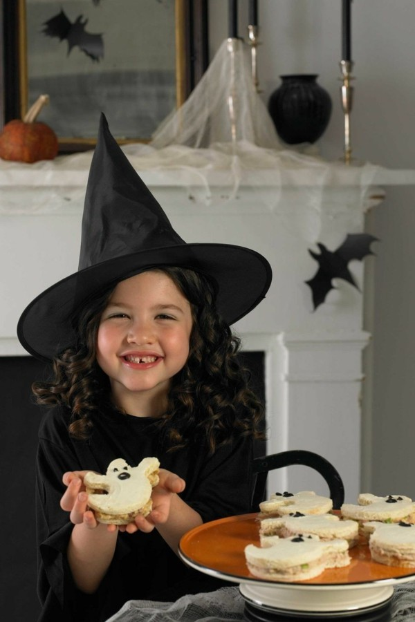 Halloween Essen Kinder Partysnacks Fingerfood kalt Gespenster basteln Sandwiches