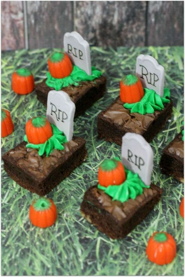 Halloween Essen Kinder Snacks für Halloween Fingerfood Friedhof Kuchen