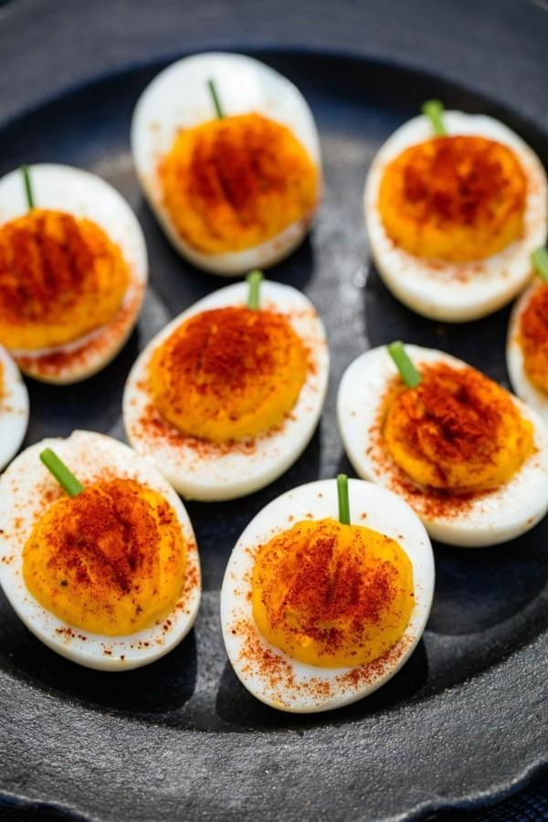 Halloween Essen Kinder gesunde Snacks Fingerfood kalt Eier Kürbisse