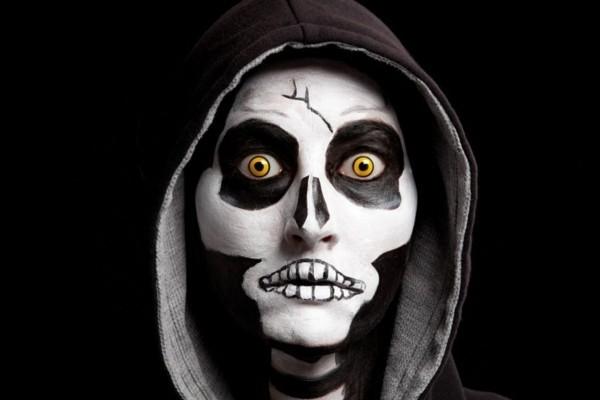 Halloween Kontaktlinsen Augen gesund Halloween Schminke schwarz weiß
