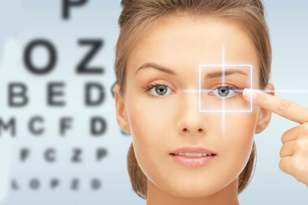 Halloween Kontaktlinsen Augen gesund Tipps