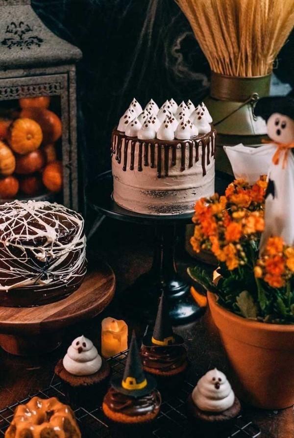 Halloween Kuchen - Schattierungen in Schwarz und Orange