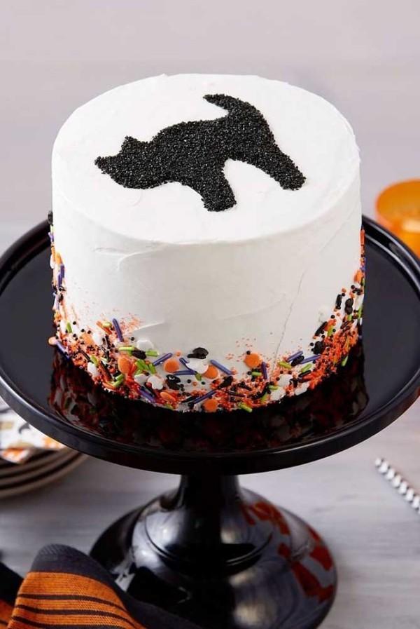 Halloween Kuchen - weiß mit einer Katze drauf