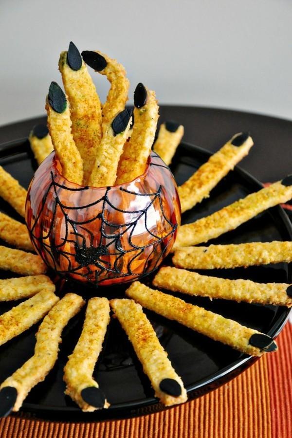 Halloween Snacks für Kinder herzhaftes Fingerfood Hexenfinger backen