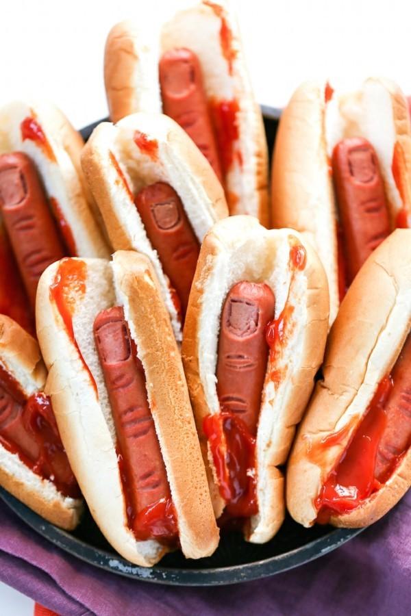 Halloween Snacks für Kinder herzhaftes Fingerfood Hotdog Hexenfinger