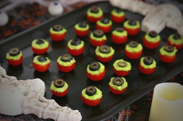 Halloween Snacks Kinder herzhaftes Fingerfood Thomaten Avokado Oliven