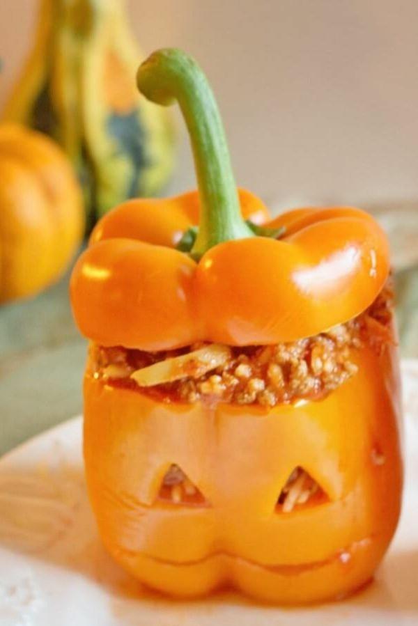 Halloween Snacks Kinder herzhaftes Fingerfood gefülltes Paprika