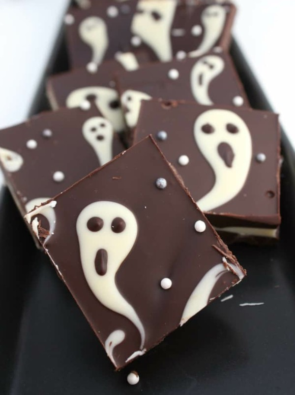 Halloween Snacks für Kinder süßes Fingerfood Gespänster Schoko basteln