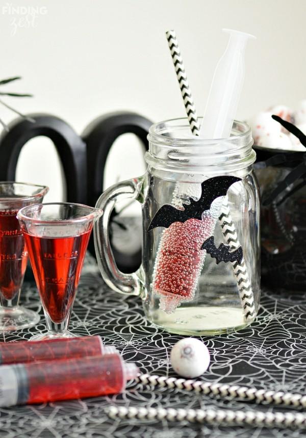 Halloween Snacks selber machen rotes Getränk Blut