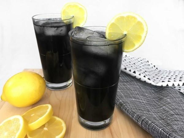 Halloween gesunde Snacks und Getränke schwarz