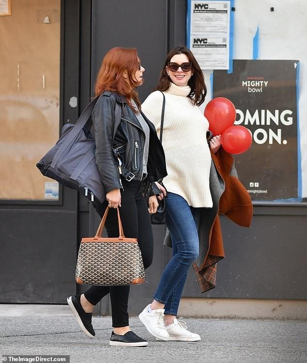 Hathaway Babyparty in New York Einkauf für das zweite Kind mit Jessica Chastain