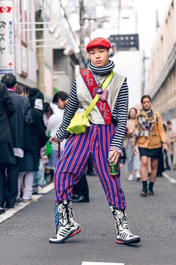 Hose mit schönen Lila Streifen - Modetrends Street Fashion