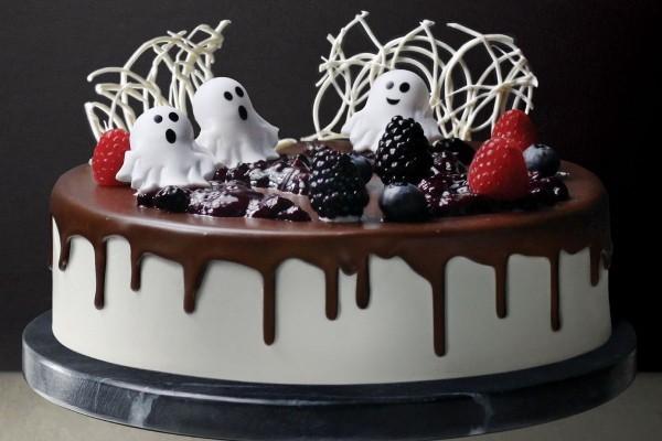 Kombination aus schwarzer und weißer Glasur - Halloween Kuchen