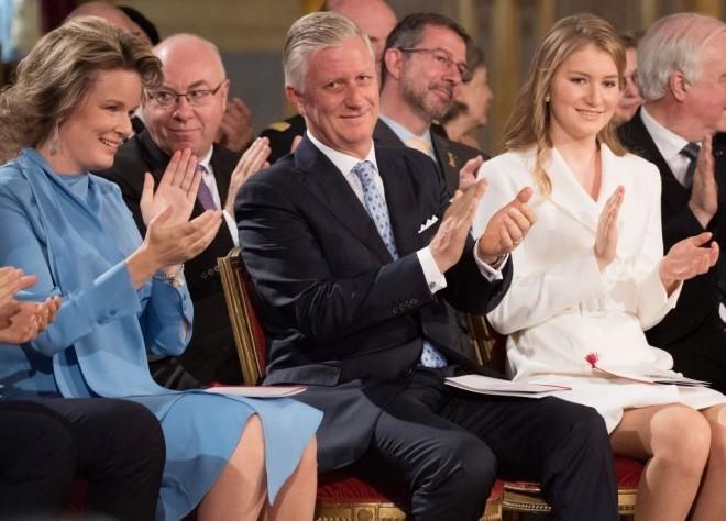 Kronprinzessin Elisabeth von Belgien 18 Jahre alt Geburtstagsfeier im Königlichen Palast König Philippe Königin Mathilde