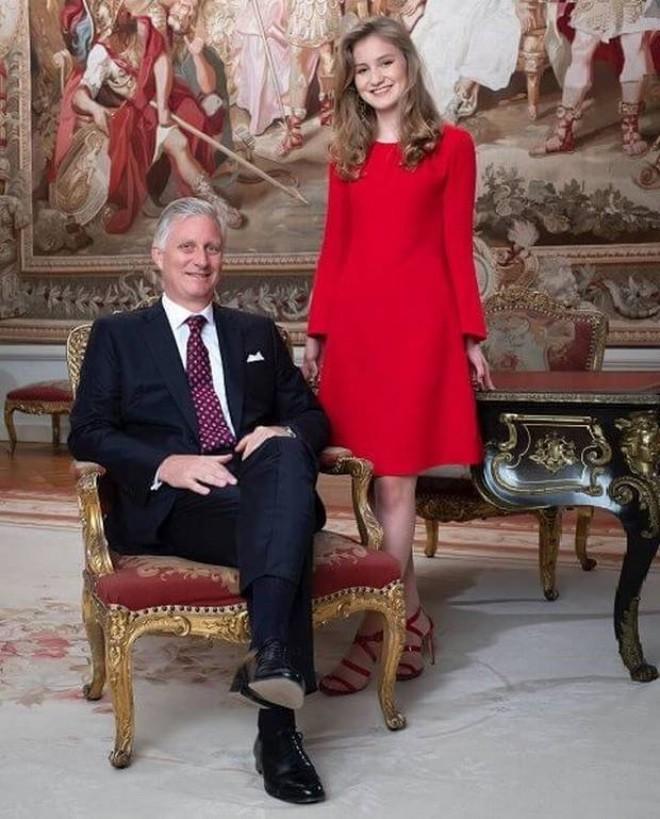 Kronprinzessin Elisabeth von Belgien 18 Jahre alt Thronfolgerin mit Vater König Philippe