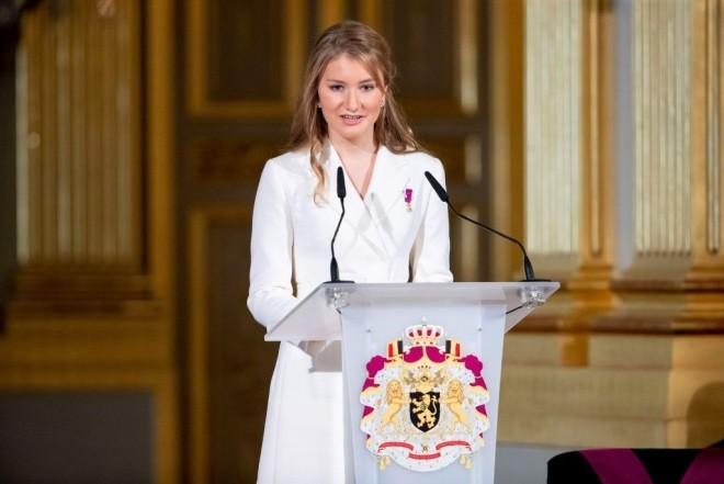 Kronprinzessin Elisabeth von Belgien 18 Jahre alt festliche Rede im Königlichen Palast