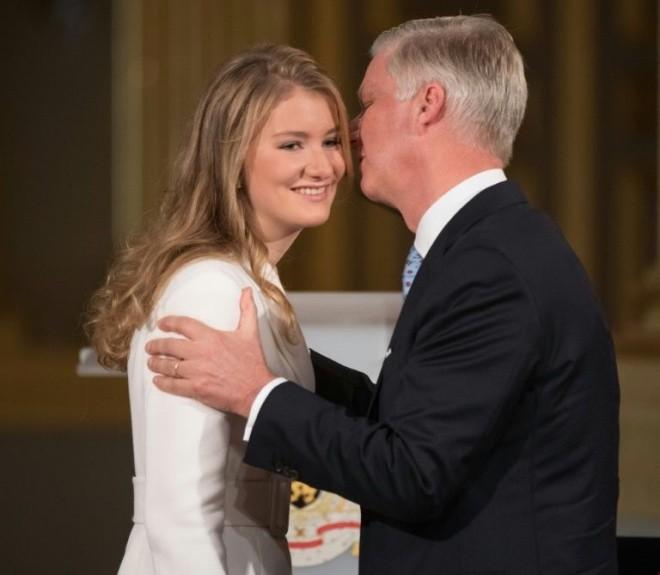 Kronprinzessin Elisabeth von Belgien 18 Jahre alt mit Vater König Philippe große Feier im Palast