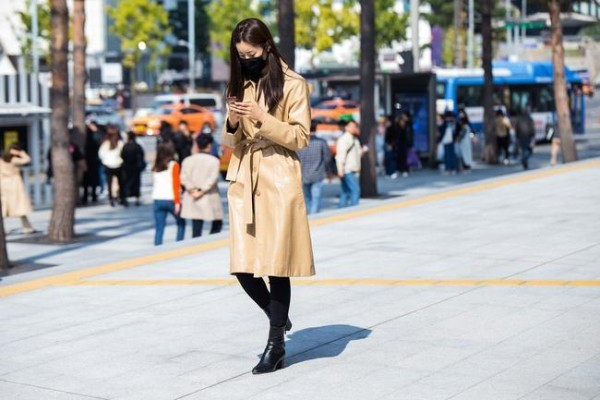 Μπεζ μπεζ μπουφάν - Street fashion