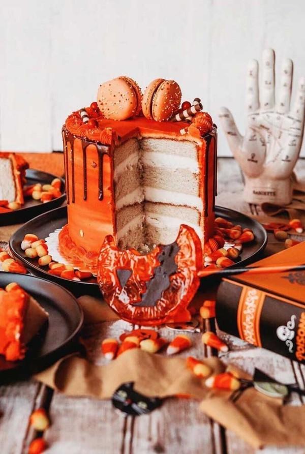 Mehrere orangene Schattierungen - Halloween Kuchen