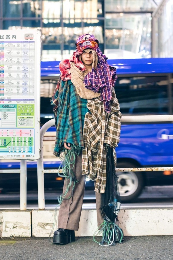 Mehrere unterschiedliche Drapperien - Modetrends Street Fashion
