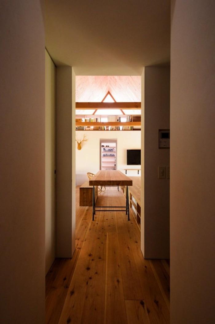 Minimalistisches Haus in Japan im Inneren die Einrichtung ist einfach die Möbel funktional und langlebig