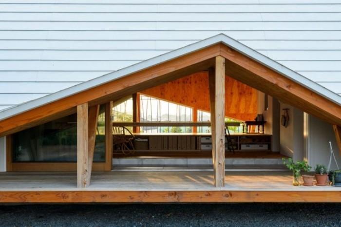 Minimalistisches Haus in Japan in Form eines Zeltes große Glastüren ermöglichen den Zugang ins Freie