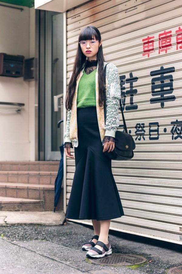 Modetrends Street Fashion - Rock und grüner Pullover