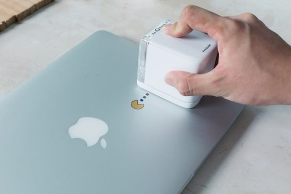 PrinCube ist ein winziger Handdrucker, der auf jeder Oberfläche drucken kann drucken auf metall laptop apple