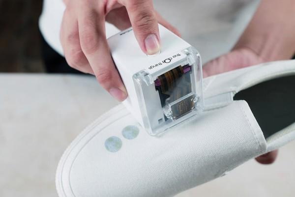 PrinCube ist ein winziger Handdrucker, der auf jeder Oberfläche drucken kann drucken auf schuhe stoff