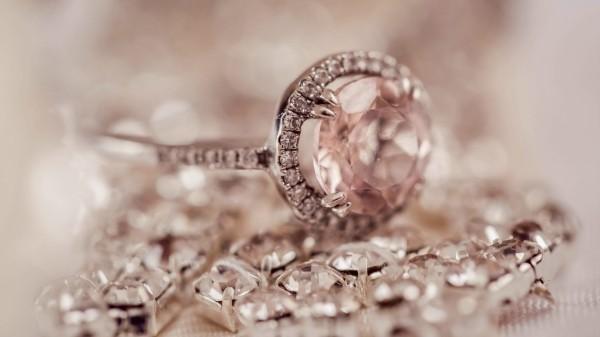 Schöne Juwelen Silberschmuck reinigen