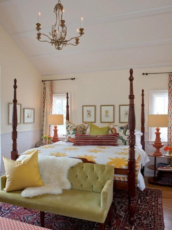 Schlafzimmer herbstlich gestalten überall weiche Texturen Teppich künstliches Fell auf dem Sofa Bettzeug viele Kissen schöne Wanddeko
