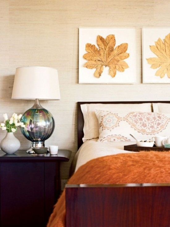 Schlafzimmer herbstlich gestalten warme Wurfdecke aus künstlichem Fell in Orange