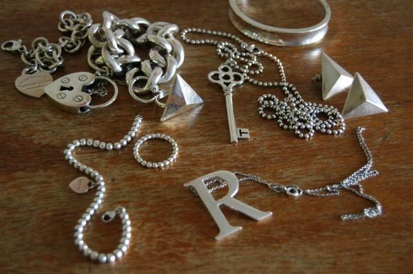 Silberschmuck reinigen verschiedene Gegenstände