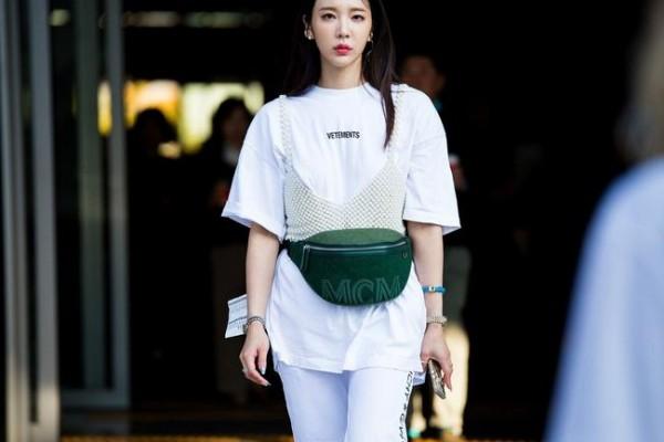 Street fashion - eine grüne Handtasche - Street Style