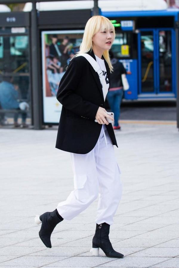 Street fashion - lange Kleider in weißer Farbe - Street Style
