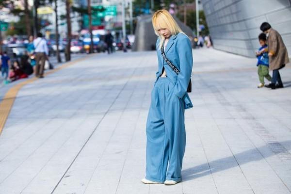 Μόδα δρόμου - περιστασιακά μπλε ρούχα - στυλ μόδας δρόμου