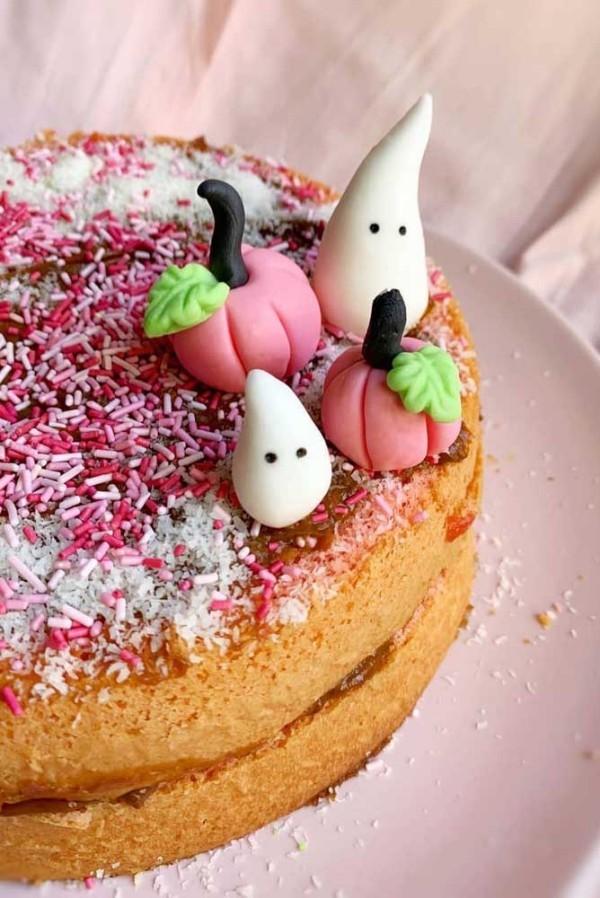 Super einfacher Halloween Kuchen mit süßer Deko
