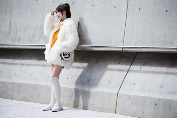 Μεγάλη λευκή σακάκι - τάσεις μόδας Street fashion