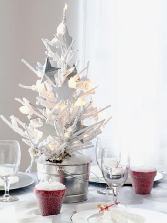Weihnachtsbaum schmücken in Weiß und Silber mal anders in Eiskübel Gläser schöne Idee