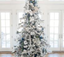 Weihnachtsbaum schmücken in Silber und Weiß und Sie haben ein glänzendes Highlight zu Hause