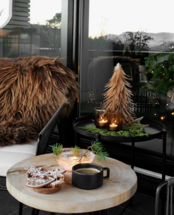 Weihnachtsdeko für Balkon gemütliche Atmosphäre Kunstpelz viel Wärme