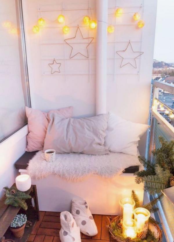 Weihnachtsdeko für Balkon vorwiegend in Weiß